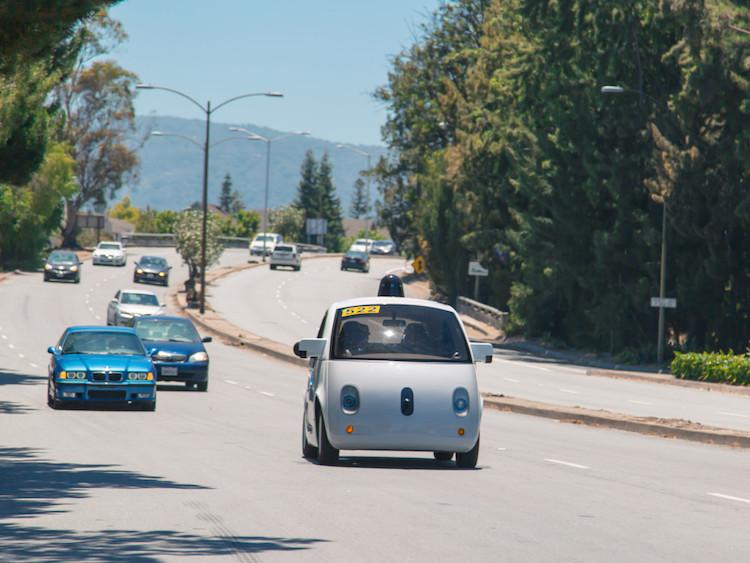 美国加州最快将于明年允许无人驾驶车上路