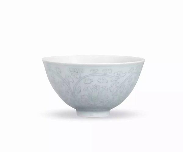 明成化 冬青釉暗刻花卉纹碗 RMB 5,175,000