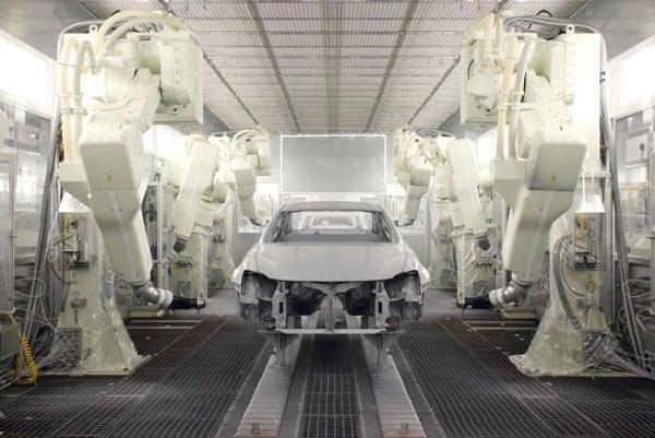 涂装车间,整个涂装流程共有46道工序,具体作业多达186项,大约需要花费10个小时。