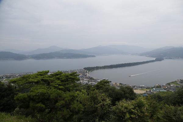 乘坐索道抵达天桥立观景台,可将丹后半岛尽收眼底