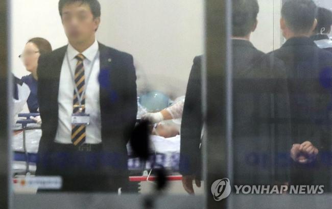 韩国联合通讯社报道,这名朝鲜军人归顺过程中,韩朝两侧的紧张气氛一度升级,但没有发生枪击等武力冲突。韩方当天没有观察到朝鲜军方异常动静。