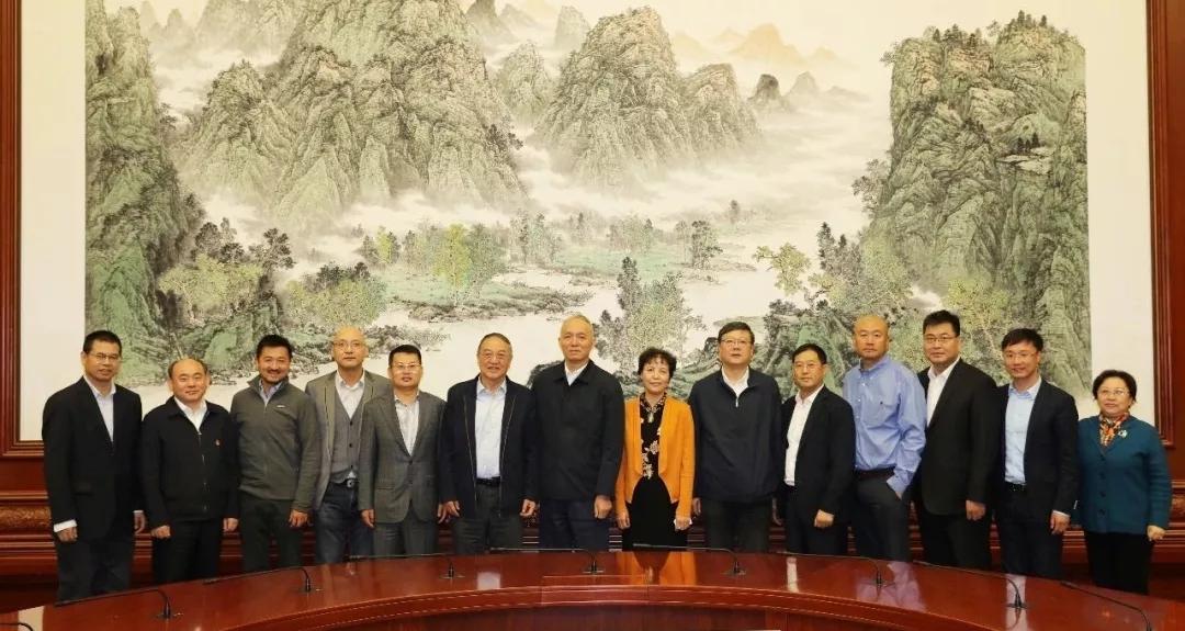 """9年的海外生活,杨云春经历了收获的甜美和创业的艰辛,也掌握了挨近炉火纯青的高精度惯性导航和卫星导航深度组相符技术研究。怀揣一身过硬本领,杨云春在2007年回到中国,竖立了具有""""惯性导航 卫星导航 组相符导航""""全遮盖自立研发生产能力的民营企业——""""耐威科技""""。"""