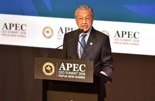 原料图片:2018年11月17日,巴布亚新几内亚莫尔兹比港,亚太经相符构造工商领导人峰会举走,马来西亚总理马哈蒂尔发外演讲。(视觉中国)