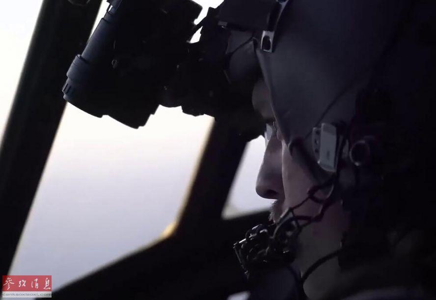 材料图片:美海军F/A-18E战机在叙投掷卫星制导炸弹轰炸IS方针。(图片来历于网络)