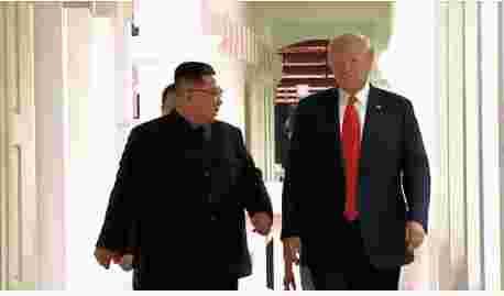 原由美朝在消弭制裁与舍核步骤上不相符仍存,2018年6月美朝首脑会晤后两边的议和便陷入僵局。随后美国重启美韩军演,并对朝鲜赓续制裁,试图始末极限施压来强制朝鲜让步,这给美朝相关前景蒙上了阴影。