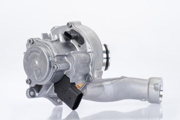 """2017年博格华纳成功研发出了基于第六代产品设计的汽油机VTG涡轮增压器,在装配和结构上进行了更新换代,进一步提高了空气动力学效率和可靠性,使其与混合动力汽车的新型内燃机系统也能完美匹配。据其预计,该款VTG涡轮增压器将在2019年年中投入市场。博格华纳涡轮增压系统中国区及泰国副总裁兼总经理倪广山表示,""""这些新技术都是在帮助涡轮增压发挥更大的效率,并应用于更多种类的车型之中。"""""""