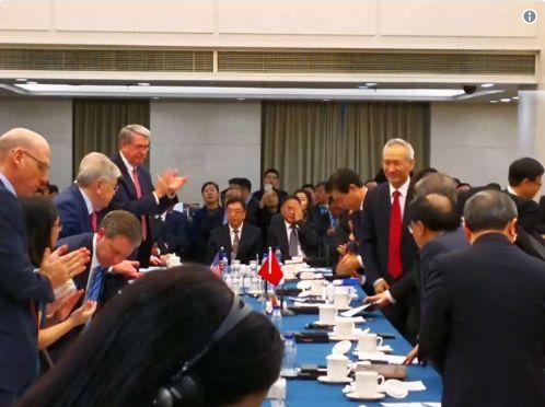 刘鹤出现在1月7日中美谈判现场.