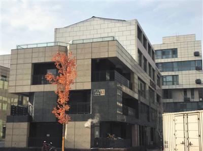 位于北京市朝阳区的宇达创意中心存在多处违规私搭乱建。