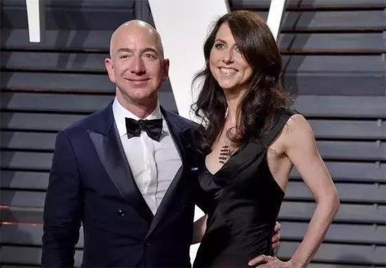 """这两天APP自助领取彩金38圈最大的瓜是什么?当然是亚马逊创始人贝佐斯离婚了!小巴刷到这个瓜的时候也是大大吃惊了一把要知道贝佐斯夫妇可是硅谷有名的模范夫妇""""洗碗的男人最性感""""当年说出这番话的贝佐斯可以说圈粉无数如今两人宣布结束这段25年的婚姻不免让人唏嘘不过大家吃瓜之余也忍不住为这个世界首富算了笔账就在前几天亚马逊刚刚喜提""""全球最高市值公司""""称号如果根据美国法律俩人财产平分"""