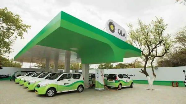 印度计划全面实现电动出行,图为印度那格浦尔市一处电动汽车充电站。(《印度斯坦时报》网站)