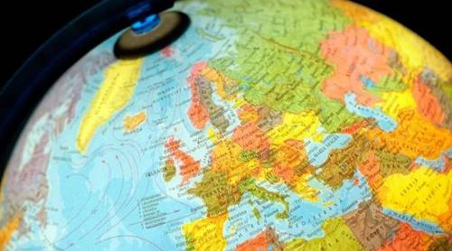 暴走时评:对比欧美两地的加密货币监管措施,可以发现:美国在考虑宏观的行业设想的同时,已经开始逐渐落实具体的措施;而欧洲方面则更多的止步于设想的阶段。这一方面是由于两地自来依旧的法律结构的区别,而另一方面相对于美国更简单的结构,欧盟的进度还会受到各国势力角力的影响。