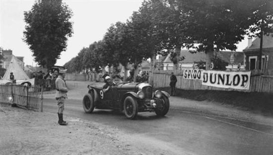 """1919年,W.O. Bentley创立宾利汽车公司,其致力于打造""""一台快的车、好的车、同级别中最出类拔萃的车,这一造车理念始终为宾利品牌的发展方向,让它成为了世界最著名的豪华品牌之一。"""