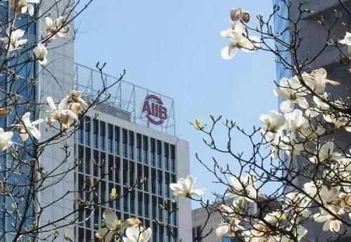 位于北京金融街的亚投行总部大楼。(新华社)