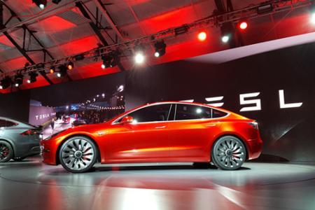 新浪科技讯 北京时间2月22日凌晨消息,据美国媒体CNBC报道,特斯拉股价在一份基于数千名车主评论的新报告发布后下跌。该报告提出了对特斯拉Model 3可靠性的质疑。《消费者报告》称,由于可靠性问题,它将不再推荐Model 3。