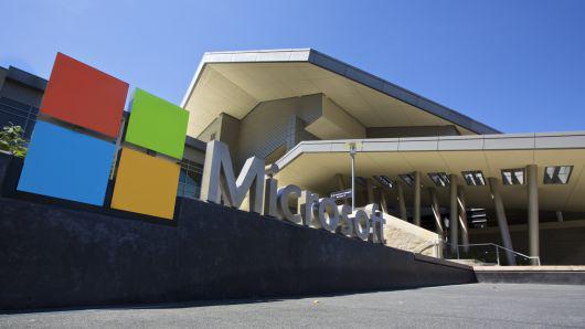 北京时间3月10日上午消息,微软本周对富士康母公司鸿海提起诉讼,称这家消费电子制造商自2013年以来未能遵守一项专利授权协议。