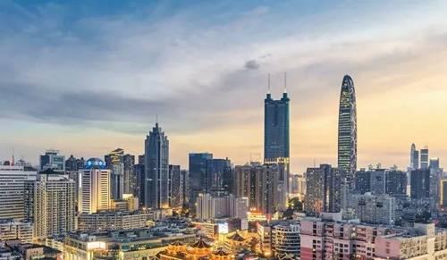 尹中卿谈房地产调控:大落风险更严重,房价应基本稳定
