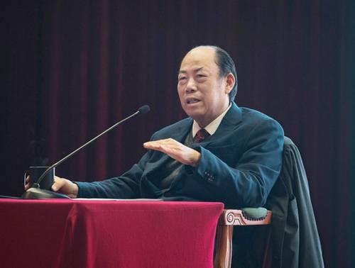 """在公开场合多次表示""""我是个农民""""的全国政协委员、碧桂园集团董事局主席杨国强,再次把目光聚焦在乡村振兴上,还有人工智能。"""
