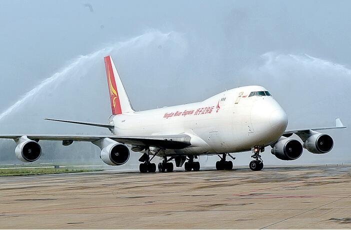 """一条条新航线开通,架起郑州通往世界各地的""""空中丝路"""""""