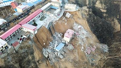 山西乡宁一卫生院北侧山体滑坡致7人遇难