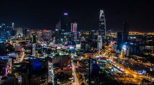 胡志明市夜景(图片来源:维基百科)