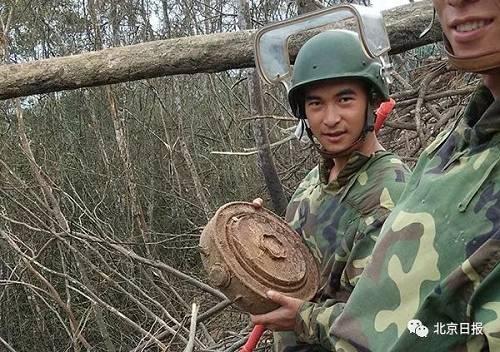 杜富国排除了1枚反坦克地雷。杨萌 摄
