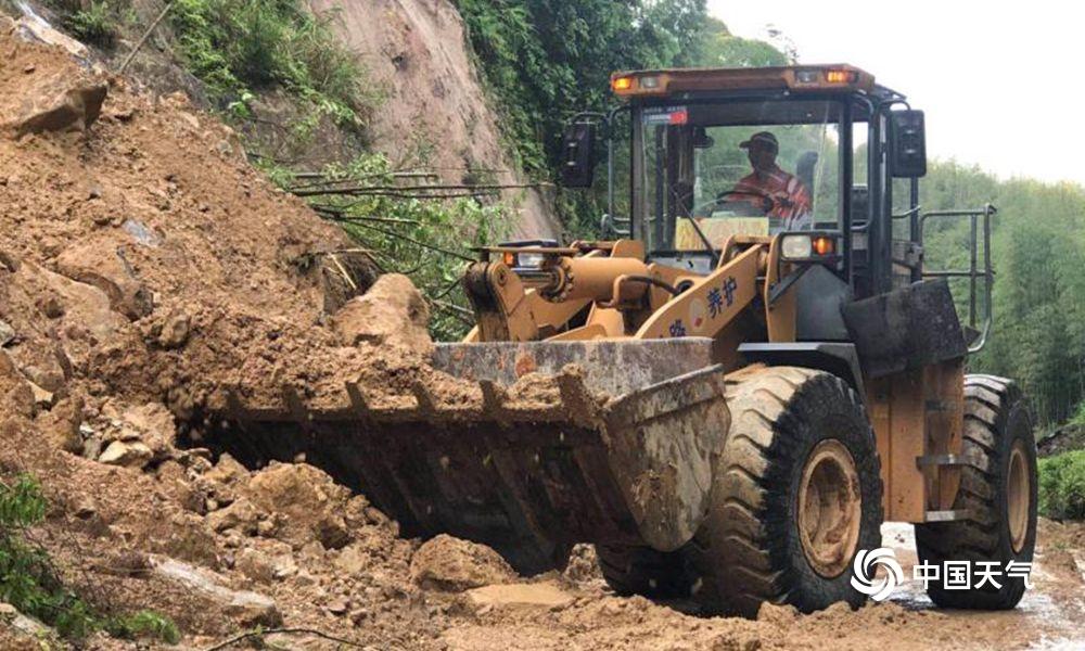 福建三明持续暴雨 交通中断房屋受损