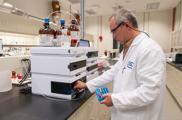 阿贡实验室研发PEDOT涂层 保护电池正极