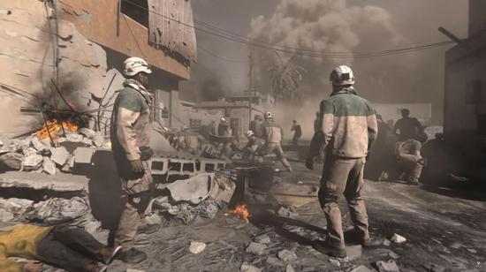 图片:游玩中的白头盔机关,在俄军空袭中援助伤员。。