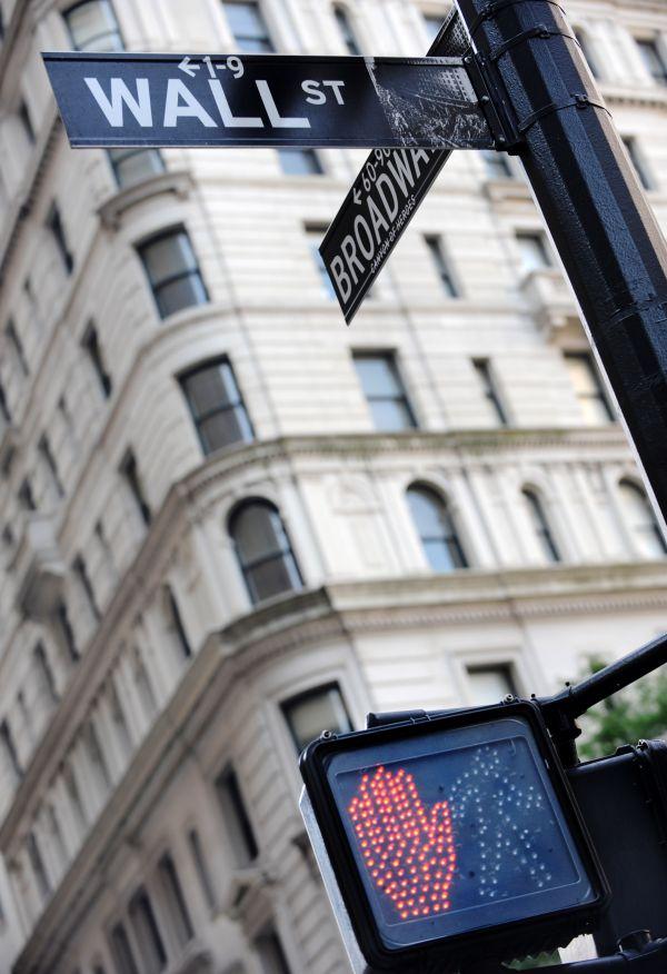 华尔街路牌