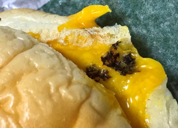 麦当劳频曝食品安全隐患:多地汉堡吃出异物 薯格变绿