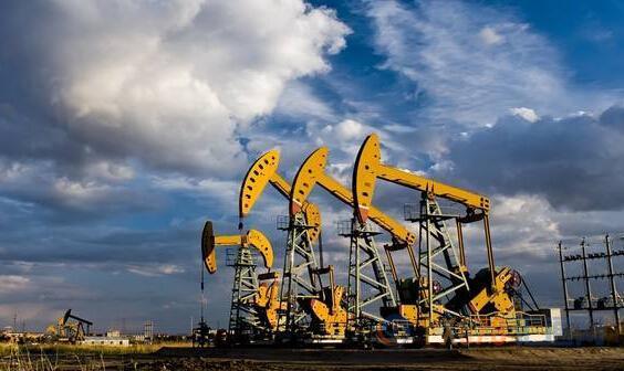 与此同时,ICE布伦特8月原油期货电子盘价格收盘下跌2.47美元,跌幅3.97%,报59.82美元/桶。