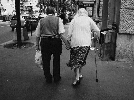 人口年龄_我国劳动年龄人口2035年或将减少近1亿老龄化严重