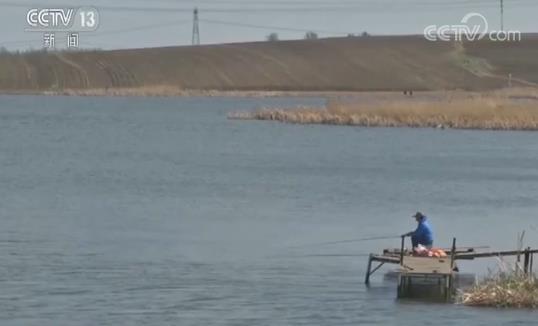 另外,该恶势力集团把持工农村水库的使用权,凡在水库私自钓鱼不交费的群众,只要不服从管理,就暴力相向。