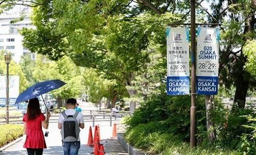 大阪街头随处可见的G20标志(图片来源:中国经济网)