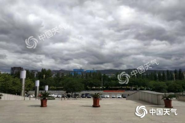 内蒙古局地遭冰雹受灾严重 未来三天东部阴雨持续