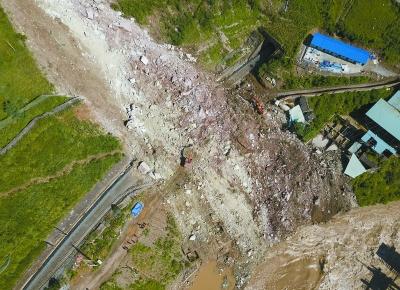 四川甘洛县山体垮塌初步确认17人失联
