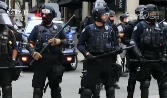 美国波特兰游行集会发生冲突 警方逮捕13人
