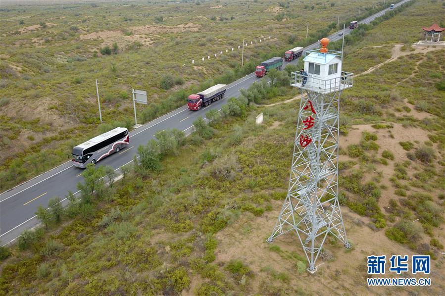 这是在武威市古浪县拍摄的八步沙林场(8月22日无人机拍摄)。 新华社记者 范培珅