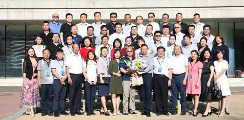 龙马企投家全球创新项目学员与冯仑老师合影