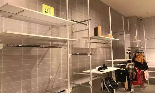 在不到一年的时间Forever 21就关闭了近200家门店,目前减至600家店。