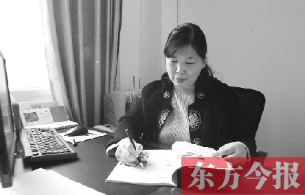 曹�NiY�[���h^[�_今年5月6日,学校的13名年轻教师来到管城回族区南曹乡人民政府参加无