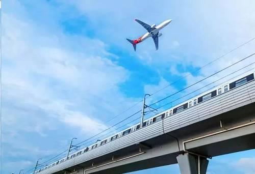 """1、大兴机场9月25日正式通航,有助于永清腾飞发展。永清距离北京和新机场不是最近的,但却是最合适的。从距离上看,固安、永清、廊坊广阳区将成为""""环机场""""一线板块,基本上就在10-30公里左右范围内。永清距北京新机场15公里,应该算是属于临空经济区最佳黄金点宜居住区,未来想象空间可期。"""