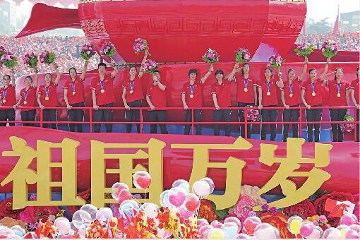 女排姑娘在国庆群游花车上