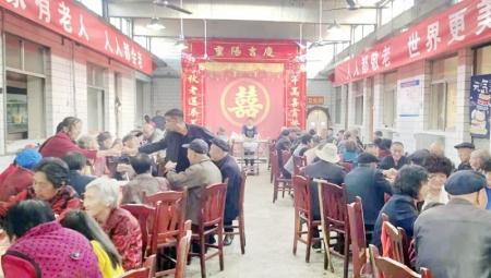灵石县翠峰镇蒜峪村60周岁以上的老人共度重阳佳节