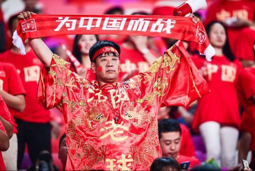 国足献礼,世预赛再取三分,华帝一路同行支持不断