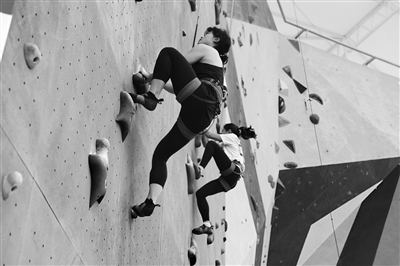 陕西省第二届攀岩公开赛激情上演