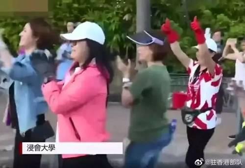"""昨晚新闻联播""""四连发"""",关注香港止暴制乱!驻港部队协助市民清理路障获点赞"""