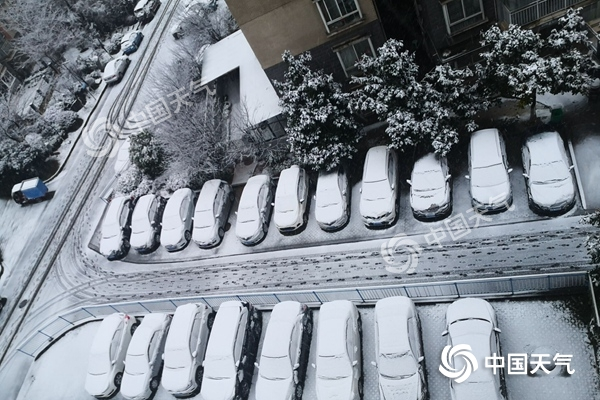 贵州43县市出现降雪多条高速关闭 贵阳发布暴雪蓝色预警