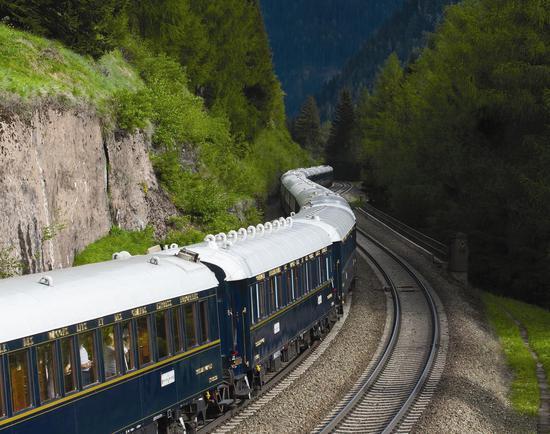 北京时间24日新闻,奥地利联邦铁路公司(OBB)当地时间周日外示,已息憩了与意大利之间经由布伦纳山口(Brenner Pass)的客运列车服务,以不准新式冠状病毒进一步传播。
