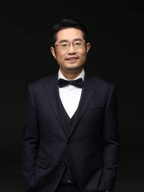 孔鹏,原旭辉集团北京区域事业部总经理,拥有二十余年的房地产从业经历。孔鹏毕业于清华大学建筑学,专业化背景下,他对产品研发、创新拥有超前意识和前瞻性判断力。